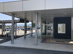 ホテルから送迎バスで富山電鉄の新黒部駅まで。駅には駅員がいて安めの往復切符をの進められたのでこれを購入。チケットを購入する手間が省けます。