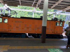 駅に入場。先頭の機関車です。