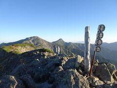 農鳥岳(標高3026m)に登頂♪ 西農鳥岳よりも少し標高が低いです。
