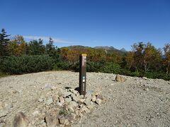 北峰から少し歩くと笹山南峰(2717m)
