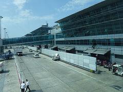 イスタンブールのアタテュルク空港に無事到着。ほぼ時間通りです。 日本時間とは6時間の時差でトルコ時間でお昼。