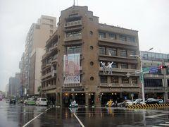 で、その前あるのが「林百貨店」。この百貨店も日本統治時代の昭和7年開業。戦後、閉鎖してましたが2014年に台南の特産品を販売する施設として再開してるそうです。
