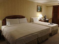 ホテルは、  長栄桂冠酒店(台北)  長栄エアポートリムジン 5201路線 No8 停留所 徒歩10秒程  部屋は広かったです♪♪