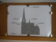 高さ103mの塔のてっぺんまで301段ある木製の階段を登ることができます。しかも無料です!