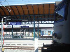 途中で工事区間の代行バス乗り換えのため、30分ほど遅れて10時半ころプルゼニュ駅に到着しました。駅の荷物預かりにスーツケースを預けてプルゼニュ観光に出発です。