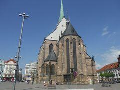 プルゼニュは大聖堂とビール工場が駅前にあり便利です。1時の工場見学をネット予約したので、まず大聖堂を見学します。