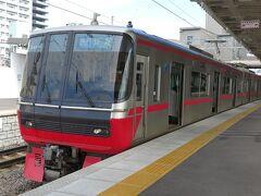 というわけで、1時間ちょっとの単線の旅はここまで。  そのまま名古屋まで先着する急行ですが、せっかくですので、ちょっと贅沢な電車にも乗ってみたくて...