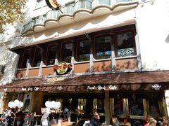 ギョウザ・バーの近くにハードロックカフェがあります。 恒例のパリの名前が入ったシャツを購入。