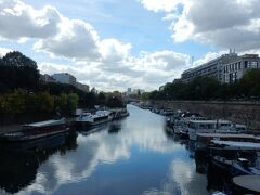 この後、バスティーユに出て、気になっていた場所に行きます。  バスティーユの近くには、アメリの舞台になったサンマルタン運河。