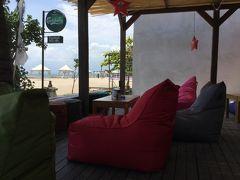 クタビーチを見ながらの昼食です!