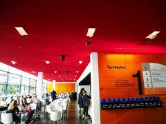 美術館のカフェも素敵すぎる・・・! 天上が情熱の赤!気持ちを明るくしてくれますよね。