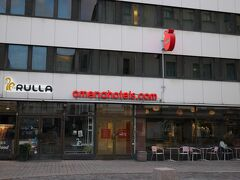 【8月22日(水)5日目】 ムーミンワールドがあるナーンタリからヘルシンキに戻ってきました! 15時頃に軽くランチをして、16時のチェックイン時間に合わせてこの日のお宿に到着です。  Omena Hotel Yrjonkatu レセプションはなく、前日に部屋番号と暗証番号がメールで送られてくるシステム。その暗証番号で、建物と部屋に入ることができます。チェックイン16時、チェックアウト12時。 アーリーチェックインや荷物を預けたりということができないのが不便ですが、部屋は標準的で、レンジもあって使い勝手が良かったです。経済的に滞在したい方にオススメです。