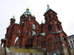 そういえば、ウスペンスキー寺院の中を見学できていませんでしたので、最後に行ってみましょう~  フィンランド最大のロシア正教寺院です。 1868年に完成。赤れんが造りの重厚なスラブビザンチン様式です。