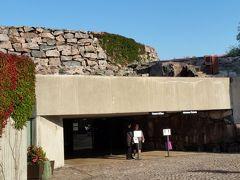 次はテンペリアウキオ教会(ロックチャーチ)  2年前はもっと近くにバスを止めたのですが、観光客が多く来すぎて、ご近所からの苦情があり、遠くに止めるようになったそうです。岩を自然な形で保とうと中をくりぬく形で造られたそうです。