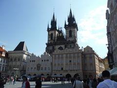 ウイーンからブディヨヴィチェ、プルゼニュを経由してプラハへやってきました。まずはプラハ城を見学です。城内の3つめの中庭に堂々とある聖ヴィート大聖堂です。
