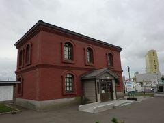 川沿いを歩いて港文館という建物まで来た  石川啄木の資料館らしい