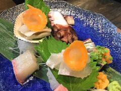 夕食は魚が美味しいと評判の居酒屋「亜紗」に連れて行ってもらいました。刺し盛りが絶品です。やっぱり長崎は魚が美味しい。その他、ゴマサバやハトシなどいただきました。ご馳走さま!