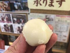 怒り新党の新三大豚まんのひとつ。長崎駅の桃太呂に寄ってみました。1個80円の一口豚まん。いい感じの豚まんでした。  仔猫といっしょ計画 http://blog.livedoor.jp/shohei72/