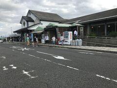 道の駅 大栄にて休憩。  大栄といえば西瓜ですよね、小さいのを売っていました。  川蟹を売っていて夫が欲しそうにしていました(笑)