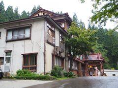 16:00 本日の宿、松之山温泉 凌雲閣に到着。 本館の建物は国有形文化財だそうです。