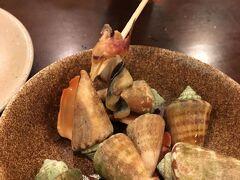 夕食はホテルのレストランで。 トビンニャという貝。