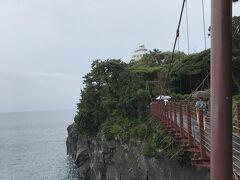 こんな天気ですが吊り橋には意外と観光客が。