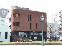 今回の宿は、ハコバというシェアホテルにとまりました。このホテルは金沢や京都にもあって最近ちょっとマイブームになってます。お風呂とトイレは共用ですが、その分キッチンや図書室などの共有スペースが充実しており、ゆっくりできます。お勧めですよ。