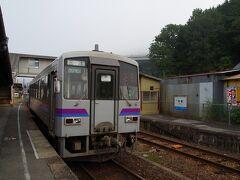 吉舎駅で再び対向列車待ち。