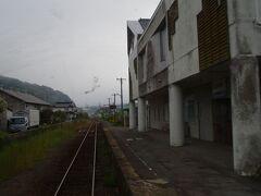 三良坂駅で、どっと人が乗ってきて車内も賑やかに。
