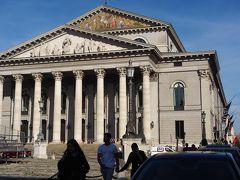 バイエルン州立歌劇場の前を通り、