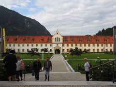中に入ります。 ツアーに参加しなければ無料です。  神聖ローマ帝国のローマ皇帝でもあるバイエルン公ルートヴィヒ4世(ヴィッテルスバッハ家出身)によって1330年に創建され、18世紀に改修されました。
