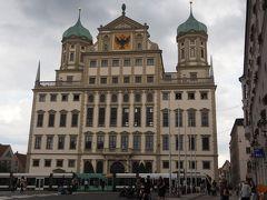 市庁舎 エリアス・ホルの設計で1615~1620年に建てられ、ドイツ・ルネサンスの最高傑作と言われています。玉ねぎ型の屋根が特徴的です。