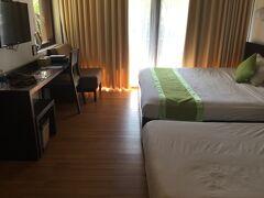 アンホイ島のVinh Hung Emerald Resortチェックイン。 スイートにエキストラベッドを1台入れてもらった。50㎡以上あるスイートはおそらく3階のみで、1,2階は38㎡くらいのお部屋。