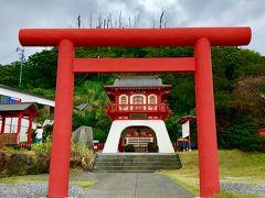 台風が近づいていることもあって、所により雨が... 2日目の最初の訪問地 薩摩半島の最南端にある有名な景勝地「長崎鼻」の入り口にある 「龍宮神社」にやってきました。