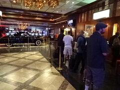 《14:30》少し待ちます。  5泊目から6泊目は、良いホテル悪いカジノの 「エル コルテス ホテル アンド カジノ(El Cortez Hotel and Casino)」  住所:600  FREMONT STREET LAS VEGAS, NV 89101 http://www.elcortezhotelcasino.com
