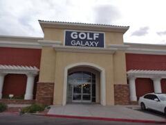 ガソリンスタンドの同じ敷地にある「ゴルフギャラクシー」を覗いてみます。