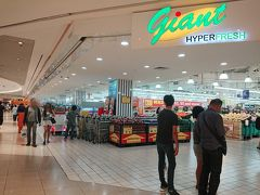 行きと同じくサンテックシティに戻って来ました!  朝、富の噴水を見た時に同じフロアにスーパーが あったのを思い出し、スーパーにやって来ました。