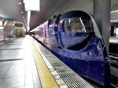 """JR沿線在住で(滋賀県だけど)、関空に行く時は""""特急はるか""""があるし、南海を利用することはほぼナイので、今回はわざわざ南海に乗るために新今宮まで行った感じ。 でも、色々な電車に乗りたい鉄子なので、それ自体は全然苦じゃないのだ(笑)。   鉄仮面っぽい見た目のラピート、かっこいいねぇ!"""