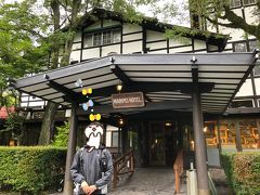 旧軽井沢を通りつつ、目指していたのは万平ホテル。  ここも初めての夫との旅行で来たところです。 あの時と同じように、アップルパイとブルーベリータルトを食べたくて・・^^