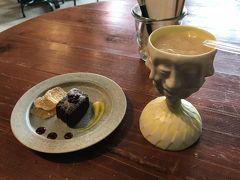 右のはカカオの果肉ジュースなんだよ! グァヴァみたいな味と食感  https://goronekone.blogspot.com/2018/10/timeless-chocolate.html
