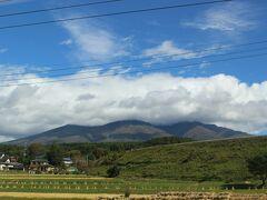 青空が広がりますが、残念ながら八ヶ岳は雲がかかっていました。