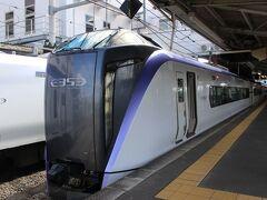 松本駅に到着した新型「あずさ」 多くの人が記念写真を撮っていました。
