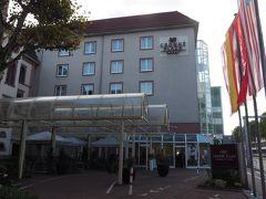 午後4時半、ハイデルベルクのホテルに到着。