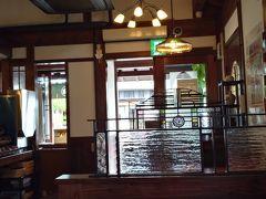 レトロでオシャレな店内のカフェ。