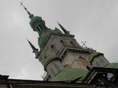 ルィノク広場を出て、ルスカ通りを西に進みます。Assumption church。