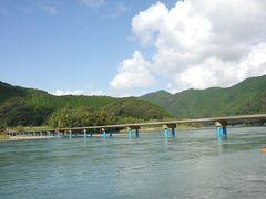 向かったのは佐田沈下橋。  道幅はわすが4.2mしかありません。