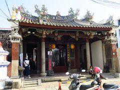 グルメを回る前に台南の市内観光です。 まずは、祀典武廟へ。 三国志で有名な関羽(恩主公)と月下老人が祀られています。 中はそこまで広くはなく、地元の人たちが参拝に来られていました。