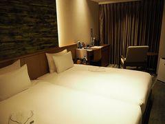 夕刻、ホテルにやってきました。「メトロポリタン仙台イースト」昨年5月オープンの綺麗なホテル。仙台駅に隣接し交通利便性は抜群です。写真は、ツインの部屋。