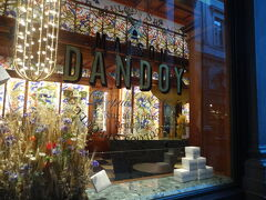 Dandoy(ダンドワ)も閉まってました。でも中の装飾がとても綺麗。