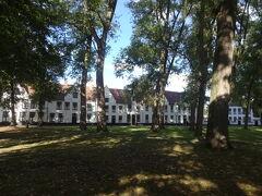 ベギン会修道院へ着きました。 静かな場所です。